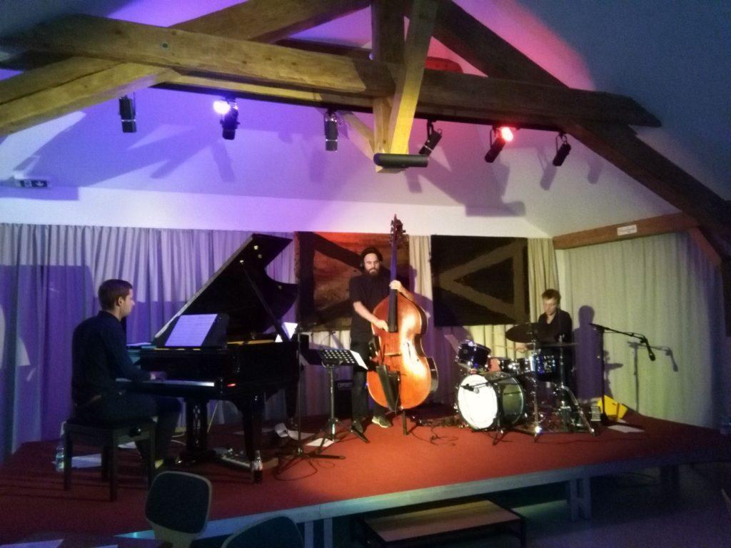 kulturverein-achensee.at-Nachrichten-Leo Betzl Trio auf der Bühne des Alten Widum